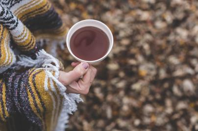 cup-of-tea-in-autumn_925x